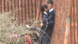 [偷拍露臉]學生情侶嘗禁果,年紀輕輕就在打野戰!過程全被拍下來(有影)
