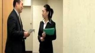 【無料ビアン動画】 レず会社のトイレで犯されるキャリアウーマン系の眼鏡縛乳じゅく女。知的な顔にぶっかけられるぜ。