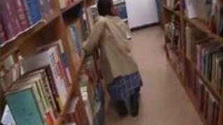 JKが変態から逃げ回ってたら図書館で捕まりそのまま挿入されSEX・・・