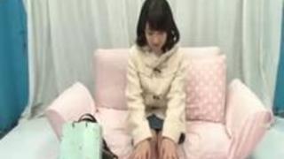 【ヌキ動画】デカマラにビックリしている保育士のお姉さんとの筆卸しセックス MM号