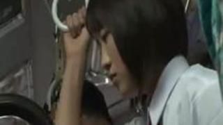 【巨乳動画無料】清楚○リな制服娘を狙ってチカンレ○プ!こんだけ爆乳だったらそりゃ狙われるわ・・・