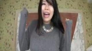 【葉月美音 巨乳動画無料】Hカップ美巨乳の美月優芽とIカップ爆乳ボインの葉月美音が乳をこすり付け合うレズフェチ映像!