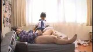 女子校生ナマ抱き枕を手に入れた&h...