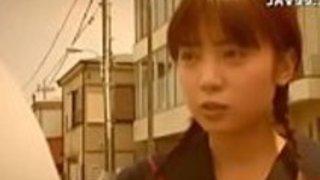 角質の日本の売春婦伊藤はるか大注目の小さなおっぱい
