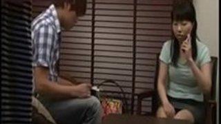 【北川瞳】突然泊まりに来た同棲中の彼女の友人を夜這いしGカップの巨乳も揉みまくり浮気セックスしちゃった【巨乳アダルト動画】