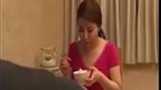 息子で犯された熱い日本人の熟女 -  http://btc.ms/xvid5で全面ダウンロード