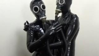ラテックスとガスマスクの日本のラテックスカップル