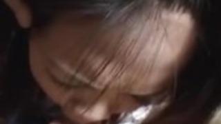 日本のかわい子は頭を与える