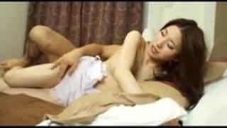 【熟女エロ動画】極上ボディ!色白でスレンダー美乳な美熟女が他人棒に喘ぐ不倫セックス!綺麗にお掃除フェラまで!