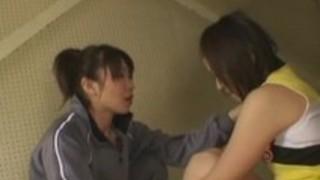 彼女のレズビアンのコーチに誘惑日本人chearleader