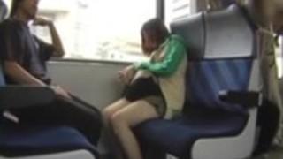 【痴漢盗撮動画】電車で対面に座ってた強面のオッサンが目の前のミニスカギャルに痴漢…エスカレートして…