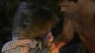 ヴィンテージポルノシーンでジュリアン・ジェームス、トレイシー・アダムス、アジャ