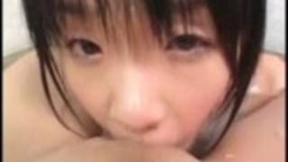 巨乳の美女同士がお風呂でレズプレイ!二人とも美乳で美人!お風呂だ