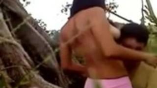 ジャングルではインドネシアの女の子ファック