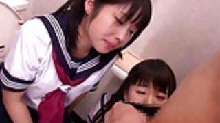 小柄日本の女子学生3Pプレイ大好き