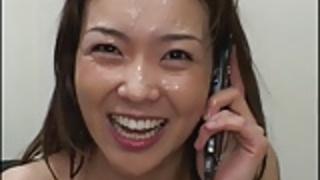 彼女が電話で話しながらぶっかけ