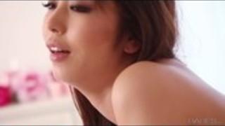 長谷Markiaは彼女の男にいくつかの素晴らしい情熱的な頭部を与える