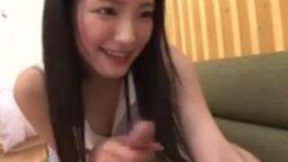 【桃谷エリカ】清純系女子大生のドエロいフェラチオと騎乗位セックスが最高www【AV女優】