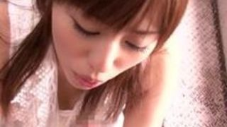 超SS極上にかわいい美人娘が天使になってヤりまくってくれるっていうコスプレ姿の瑠川リナがめちゃカワギャル