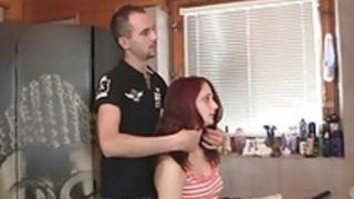 ボーイフレンドは彼女の不正行為を発見!