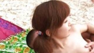 アン·難波アジア可愛い人は、屋外セックスを楽しんでいます
