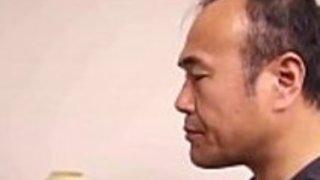 日本のホットな妻と義父フル・ムービー:gestyy.com/wt43if