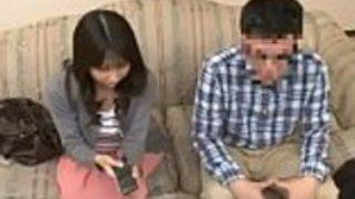 Pornallday.com  -  Stepmomが強制的に彼女とポルノを見るために強制すると、日本人の少年は恥ずかしい