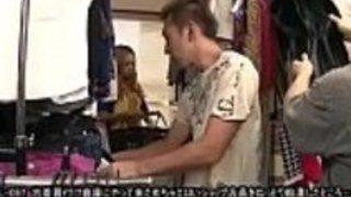 [Jap]セカンドウェアの倉庫で買い物をしていると、角質の店の店員が怒っていた...  -  JPorn.se