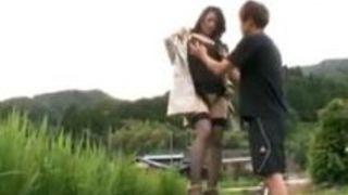 【熟女露出】五十路の熟女の露出オナニー近親相姦母子相姦プレイエロ動画!