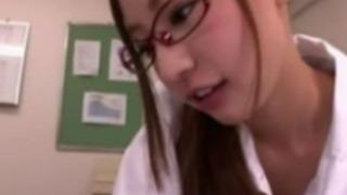 【真野ゆりあ】眼鏡美女なギャルOLの淫語責め手ヌキで大量ザーメン発射www